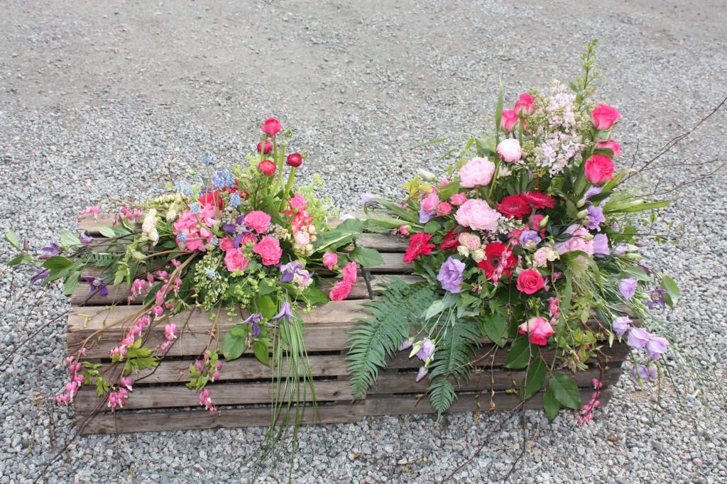Tvådelad dekoration med sommarblommor